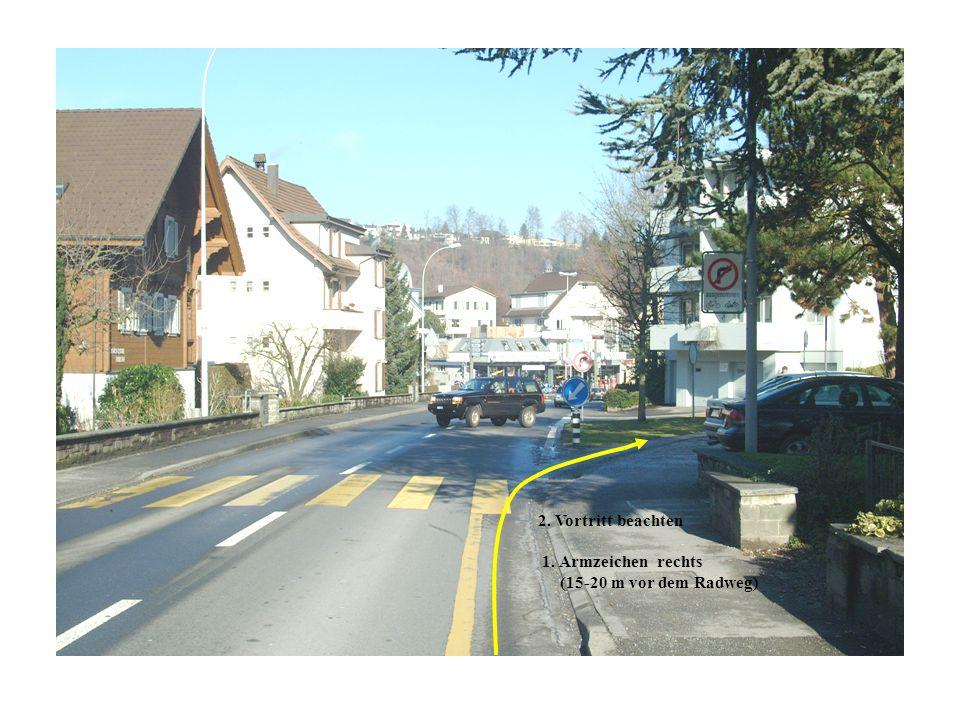 2. Vortritt beachten 1. Armzeichen rechts (15-20 m vor dem Radweg)