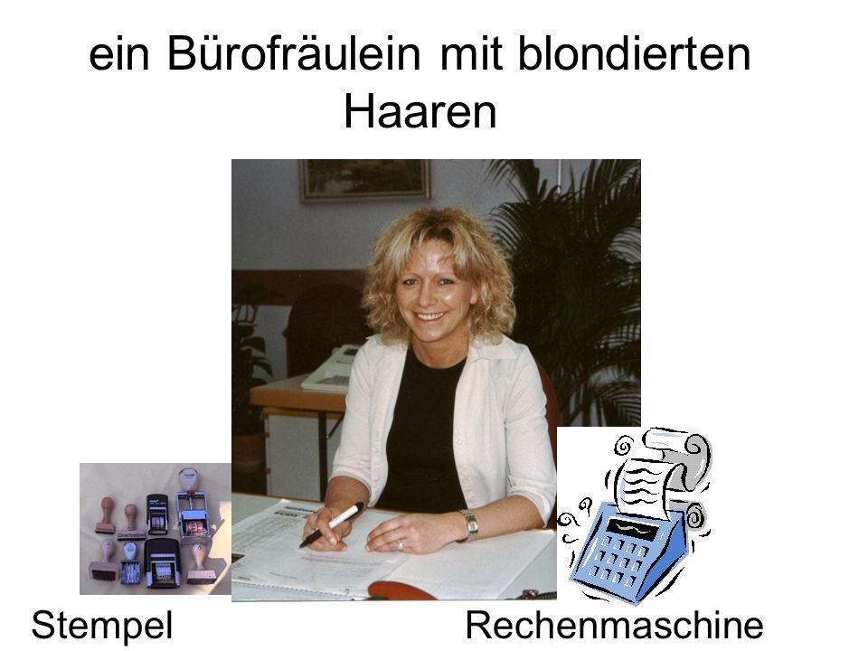 ein Bürofräulein mit blondierten Haaren StempelRechenmaschine