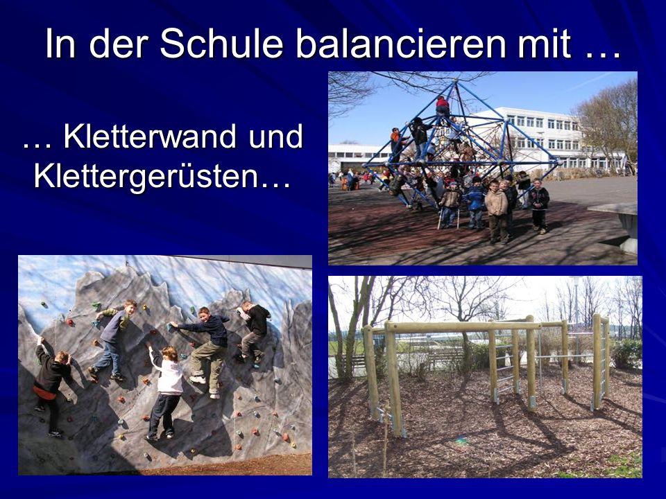 In der Schule balancieren mit … … Kletterwand und Klettergerüsten…