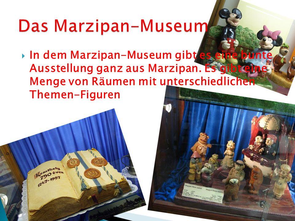 In dem Marzipan-Museum gibt es eine bunte Ausstellung ganz aus Marzipan.