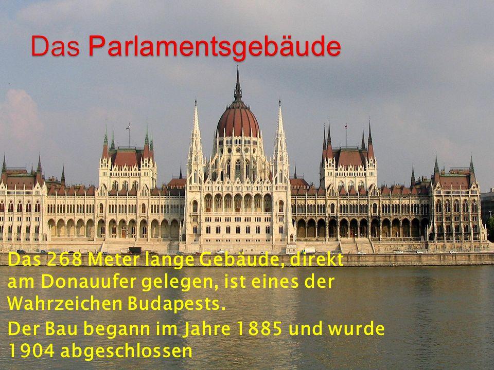 Das 268 Meter lange Gebäude, direkt am Donauufer gelegen, ist eines der Wahrzeichen Budapests.