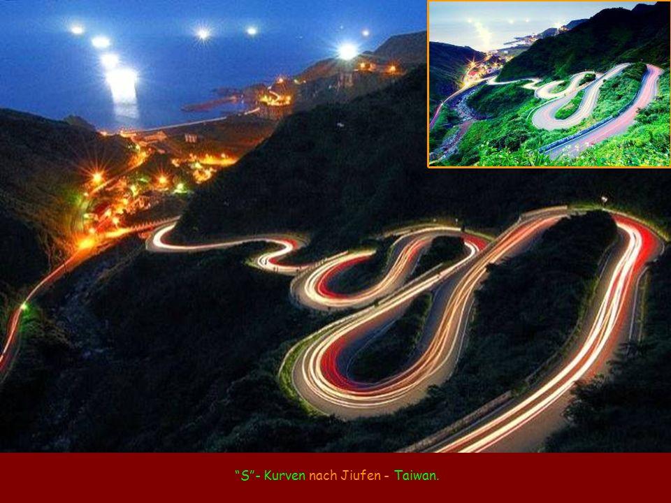 S- Kurven nach Jiufen - Taiwan.