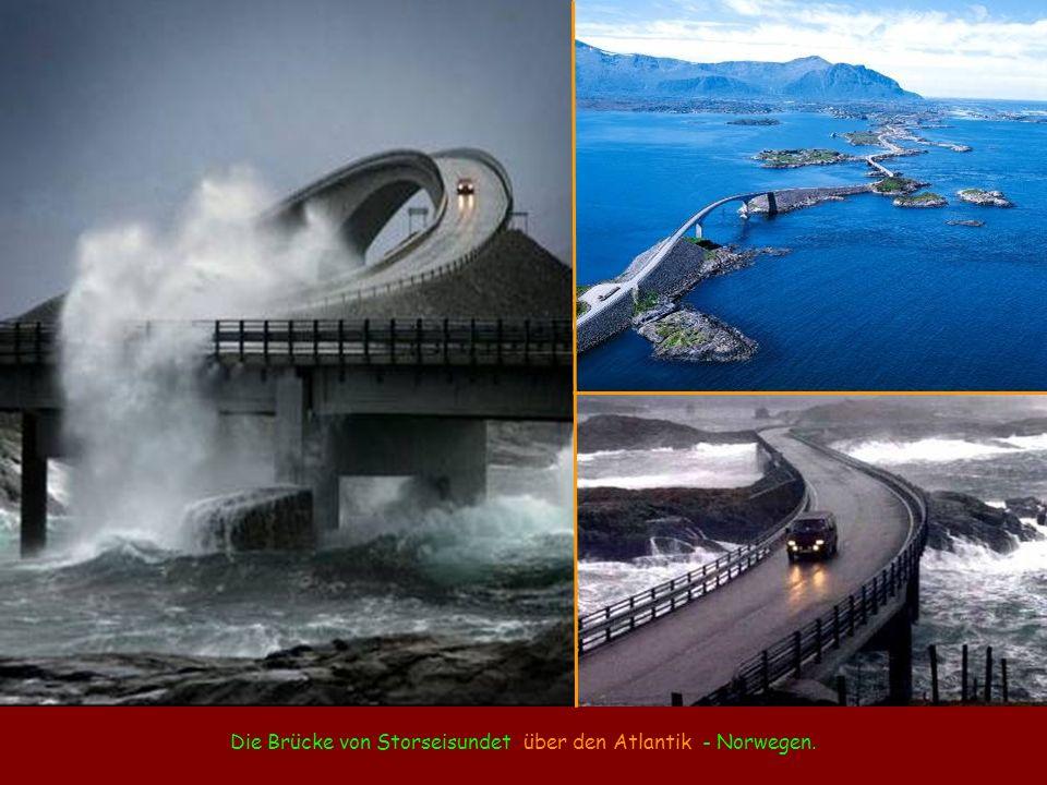 Die Brücke von Storseisundet über den Atlantik - Norwegen.