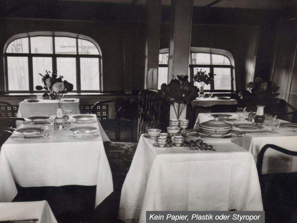 Foto zeigt Clara Adams mit Dr.Hugo Eckener und Gattin in Friedrichshafen am 3.