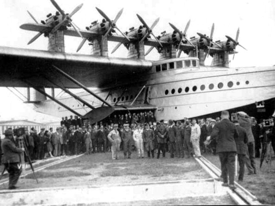 1931 ging Adams an Bord eines PanAm Clippers mit Start in New York nach Rio de Janeiro und war wieder der einzige weibliche Passagier auf dem Dornier DO-X beim Rückflug nach New York.