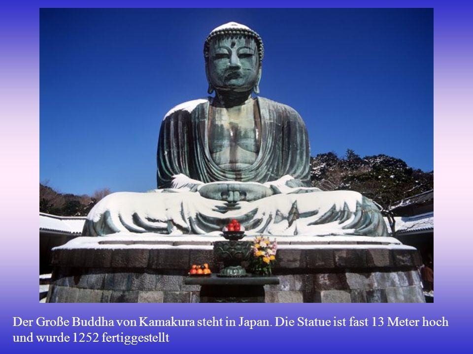 Der Große Buddha von Kamakura steht in Japan.