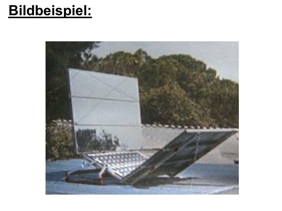 Bei geraden, links und rechts vom Photovoltaik- modul angeordneten Reflektoren ist man mit der maximal realisierbaren Erhöhung der Erntefläche eingeschränkt.