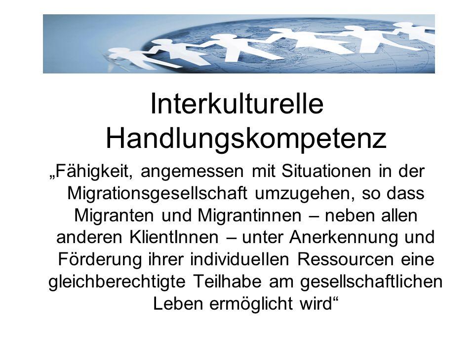 Interkulturelle Handlungskompetenz Fähigkeit, angemessen mit Situationen in der Migrationsgesellschaft umzugehen, so dass Migranten und Migrantinnen –
