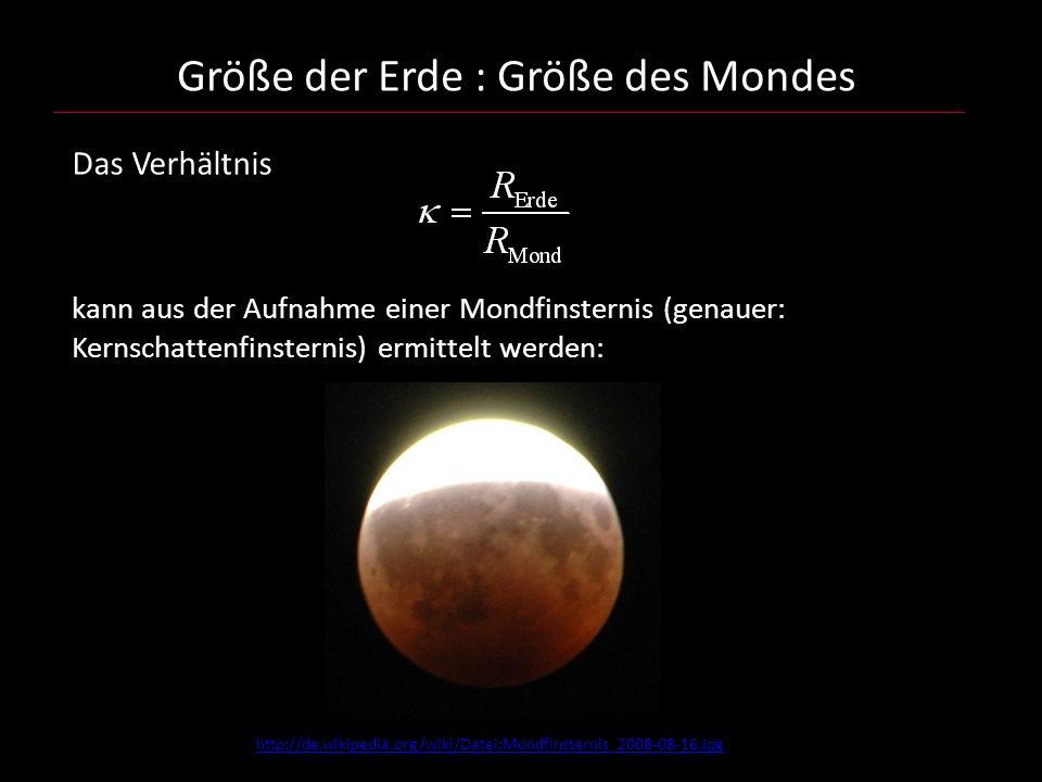 Größe der Erde : Größe des Mondes Das Verhältnis kann aus der Aufnahme einer Mondfinsternis (genauer: Kernschattenfinsternis) ermittelt werden: http://de.wikipedia.org/wiki/Datei:Mondfinsternis_2008-08-16.jpg