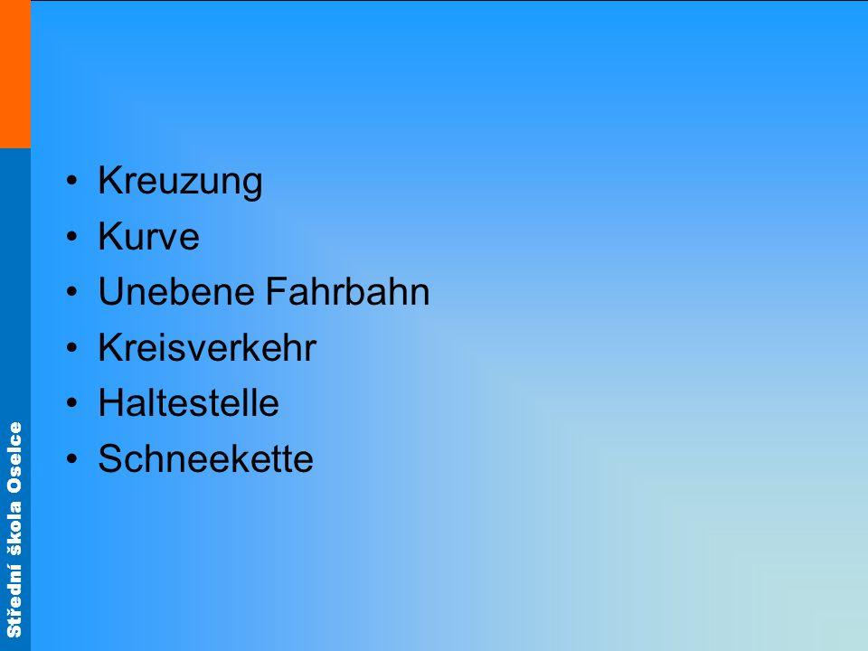 Střední škola Oselce Kreuzung Kurve Unebene Fahrbahn Kreisverkehr Haltestelle Schneekette