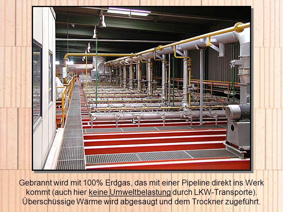 Gebrannt wird mit 100% Erdgas, das mit einer Pipeline direkt ins Werk kommt (auch hier keine Umweltbelastung durch LKW-Transporte). Überschüssige Wärm