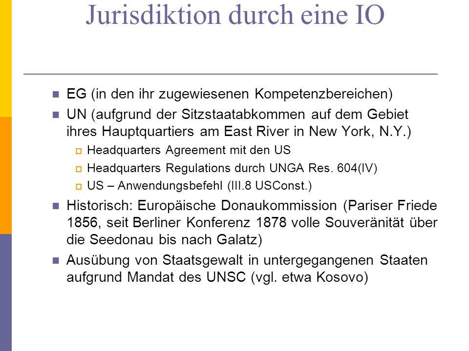 Ausübung territorialer Jurisdiktion durch eine IO EG (in den ihr zugewiesenen Kompetenzbereichen) UN (aufgrund der Sitzstaatabkommen auf dem Gebiet ihres Hauptquartiers am East River in New York, N.Y.) Headquarters Agreement mit den US Headquarters Regulations durch UNGA Res.