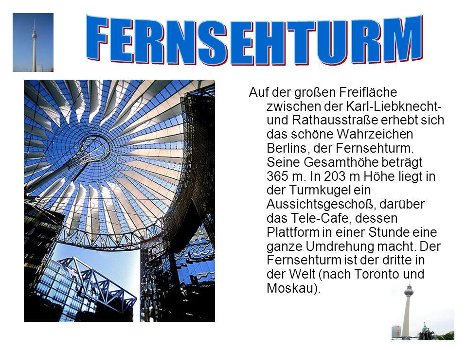 Auf der großen Freifläche zwischen der Karl-Liebknecht- und Rathausstraße erhebt sich das schöne Wahrzeichen Berlins, der Fernsehturm. Seine Gesamthöh