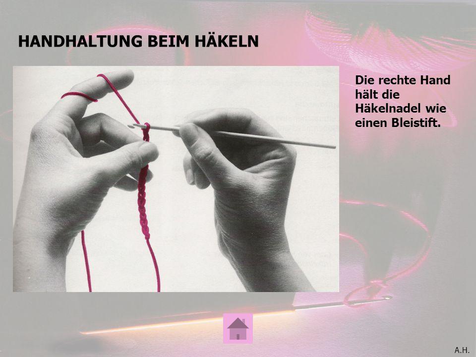 A.H. HANDHALTUNG BEIM HÄKELN Die rechte Hand hält die Häkelnadel wie einen Bleistift.