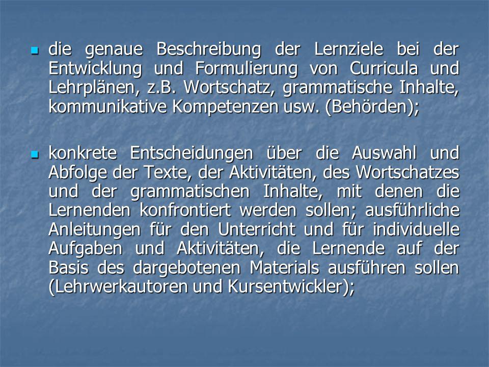 die genaue Beschreibung der Lernziele bei der Entwicklung und Formulierung von Curricula und Lehrplänen, z.B. Wortschatz, grammatische Inhalte, kommun