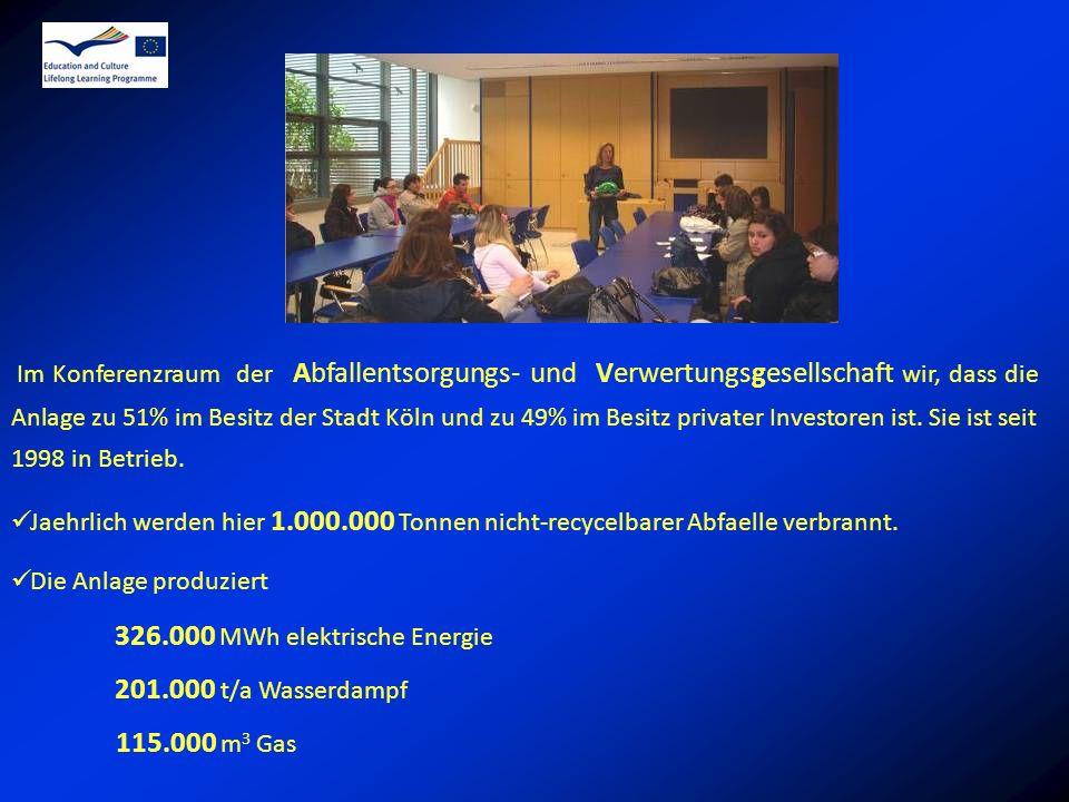 Im Konferenzraum der Abfallentsorgungs- und Verwertungsgesellschaft wir, dass die Anlage zu 51% im Besitz der Stadt Köln und zu 49% im Besitz privater Investoren ist.