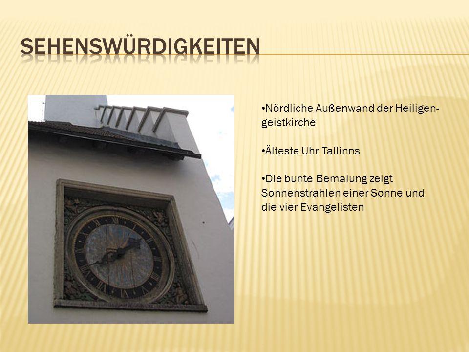 Nördliche Außenwand der Heiligen- geistkirche Älteste Uhr Tallinns Die bunte Bemalung zeigt Sonnenstrahlen einer Sonne und die vier Evangelisten