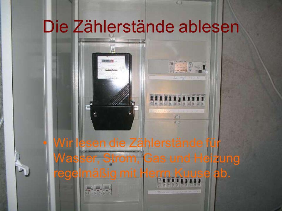 Die Zählerstände ablesen Wir lesen die Zählerstände für Wasser, Strom, Gas und Heizung regelmäßig mit Herrn Kuuse ab.
