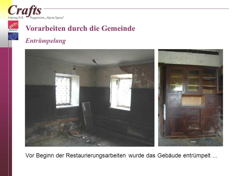 Vorarbeiten durch die Gemeinde Entrümpelung Vor Beginn der Restaurierungsarbeiten wurde das Gebäude entrümpelt...