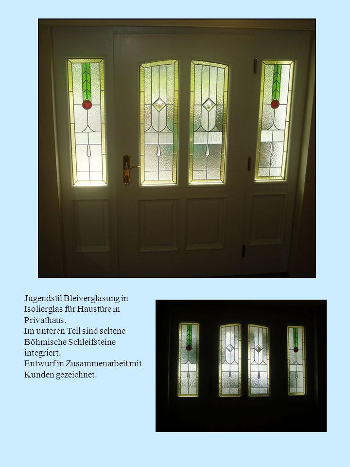 Jugendstil Bleiverglasung in Isolierglas für Haustüre in Privathaus. Im unteren Teil sind seltene Böhmische Schleifsteine integriert. Entwurf in Zusam