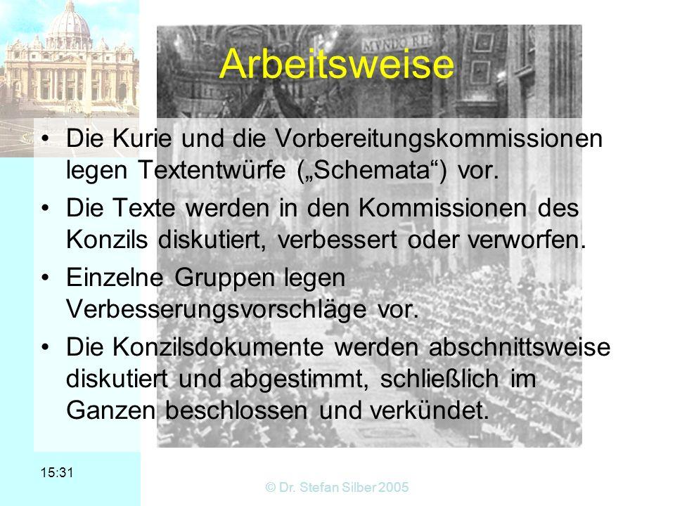 15:31 © Dr. Stefan Silber 2005 Arbeitsweise Die Kurie und die Vorbereitungskommissionen legen Textentwürfe (Schemata) vor. Die Texte werden in den Kom
