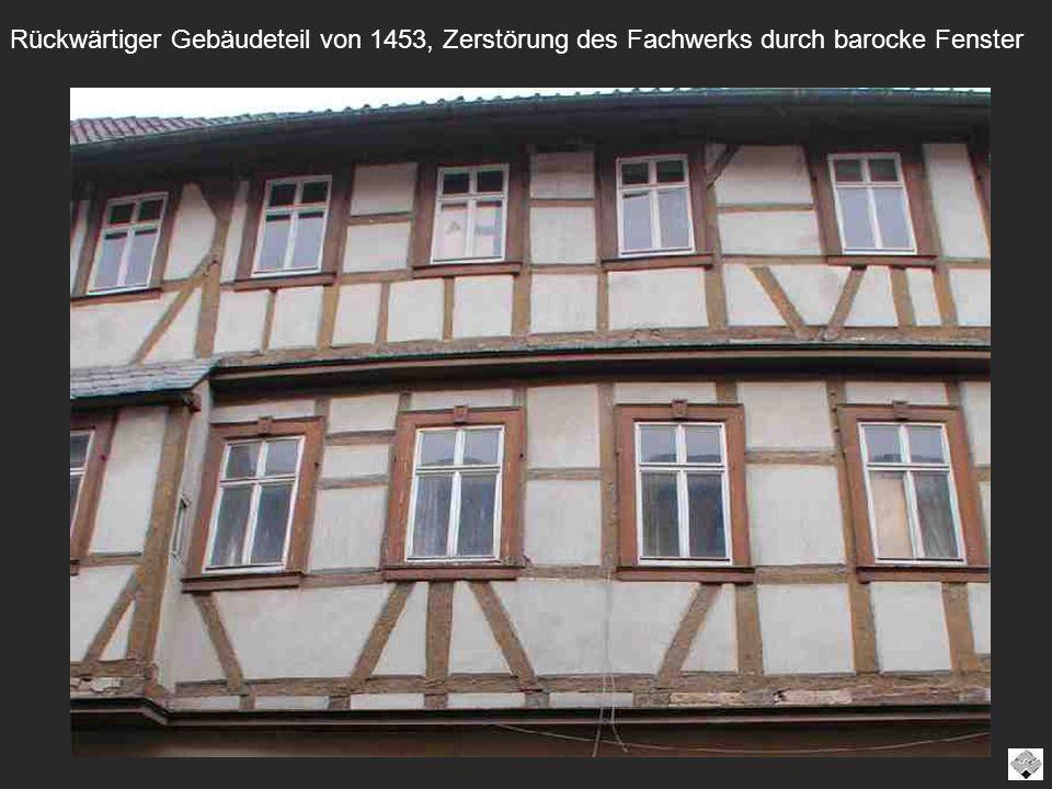 Rückwärtiger Gebäudeteil von 1453, Zerstörung des Fachwerks durch barocke Fenster