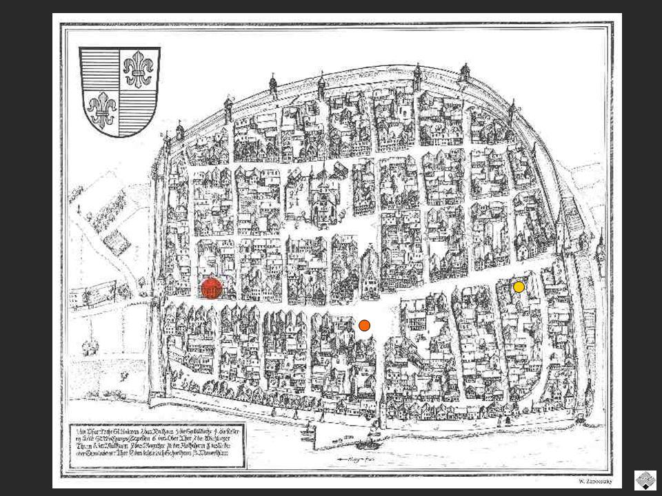 Festungsartiger Komplex mit massiven Eckgebäuden von 1449 des Adelsgeschlecht´s derer von Lichtenstein, dazwischen auskragender Fachwerkbau von 1531