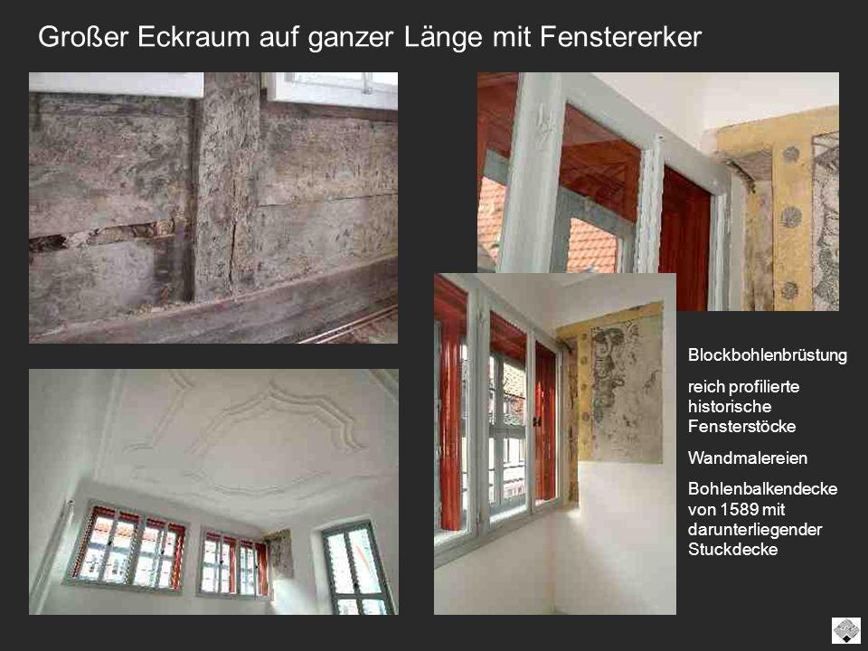 Großer Eckraum auf ganzer Länge mit Fenstererker Blockbohlenbrüstung reich profilierte historische Fensterstöcke Wandmalereien Bohlenbalkendecke von 1