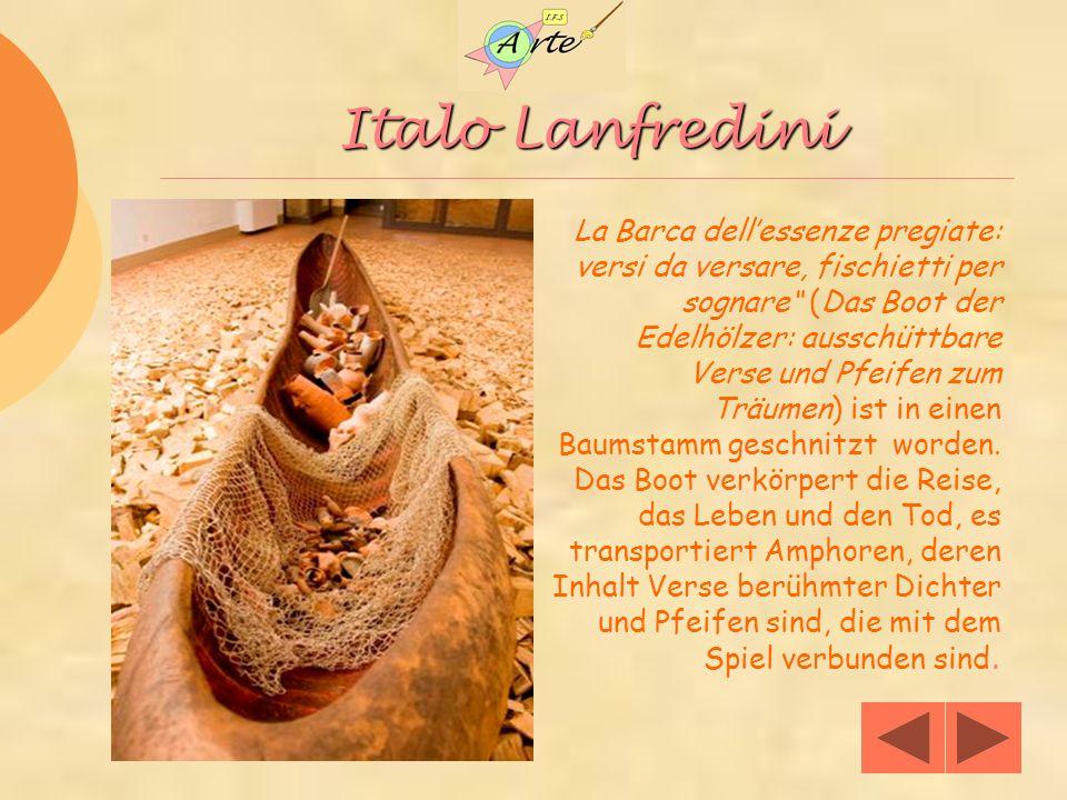 Italo Lanfredini La Barca dellessenze pregiate: versi da versare, fischietti per sognare (Das Boot der Edelhölzer: ausschüttbare Verse und Pfeifen zum Träumen) ist in einen Baumstamm geschnitzt worden.