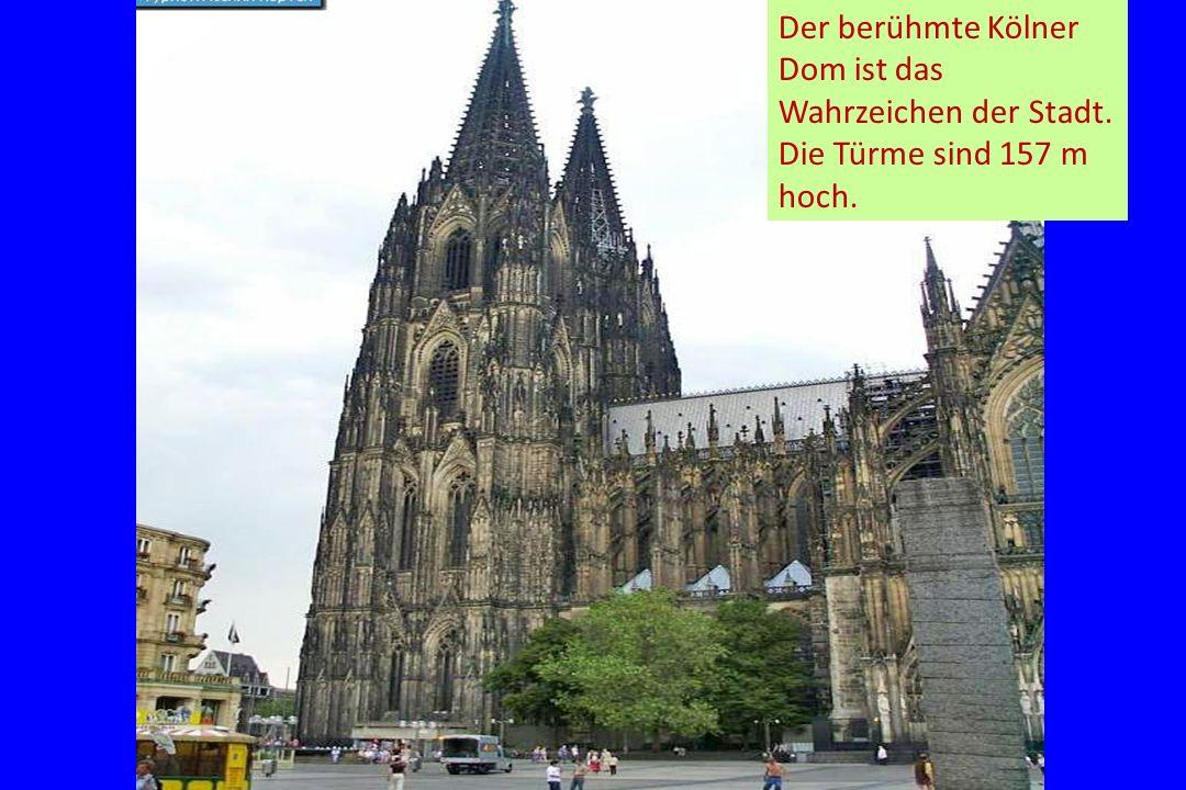 Der berühmte Kölner Dom ist das Wahrzeichen der Stadt. Die Türme sind 157 m hoch.