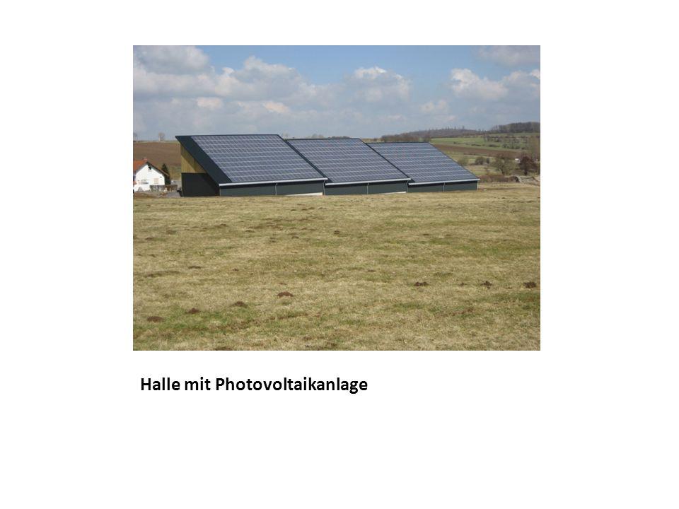 Halle mit Photovoltaikanlage
