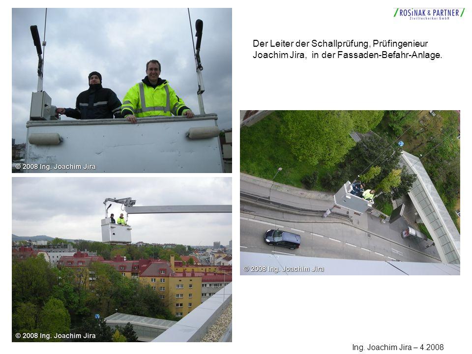 Der Leiter der Schallprüfung, Prüfingenieur Joachim Jira, in der Fassaden-Befahr-Anlage. Ing. Joachim Jira – 4.2008