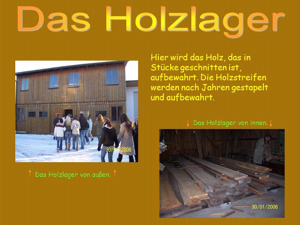 Das Holzlager von außen. Das Holzlager von innen. Hier wird das Holz, das in Stücke geschnitten ist, aufbewahrt. Die Holzstreifen werden nach Jahren g
