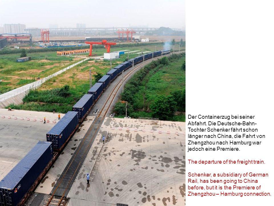 Der Containerzug bei seiner Abfahrt. Die Deutsche-Bahn- Tochter Schenker fährt schon länger nach China, die Fahrt von Zhengzhou nach Hamburg war jedoc
