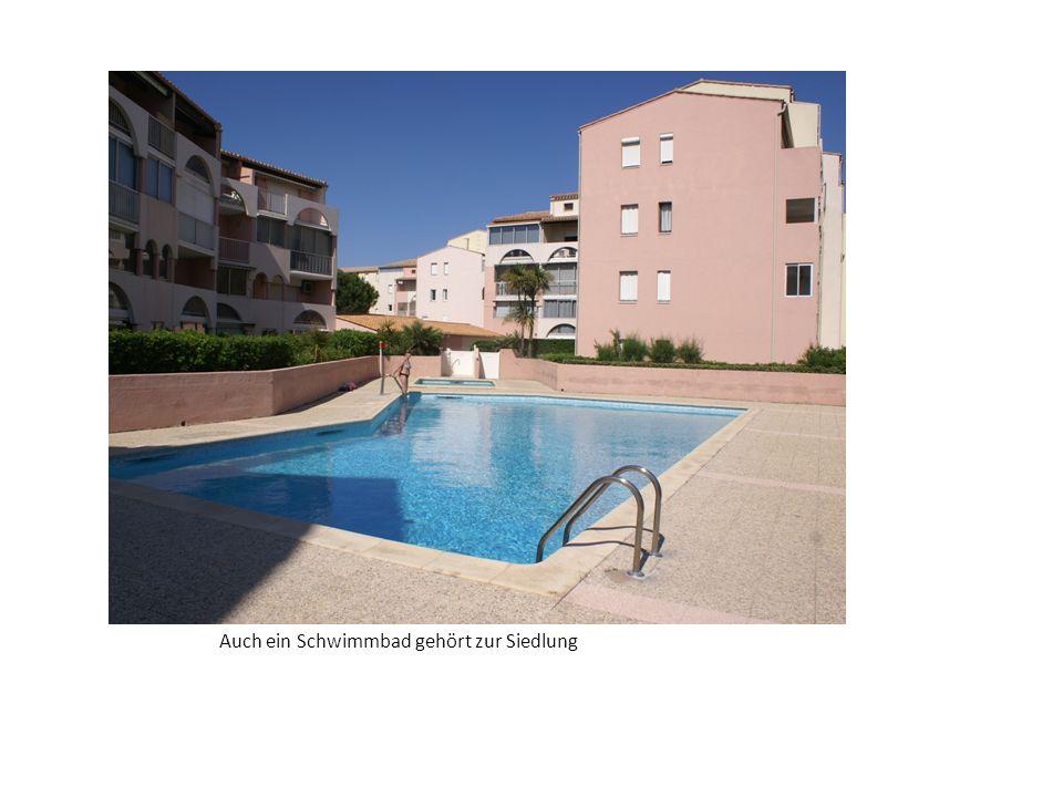 Auch ein Schwimmbad gehört zur Siedlung