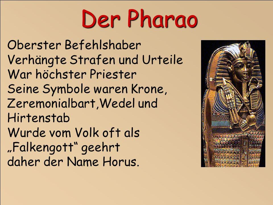 Oberster Befehlshaber Verhängte Strafen und Urteile War höchster Priester Seine Symbole waren Krone, Zeremonialbart,Wedel und Hirtenstab Wurde vom Volk oft als Falkengott geehrt daher der Name Horus.