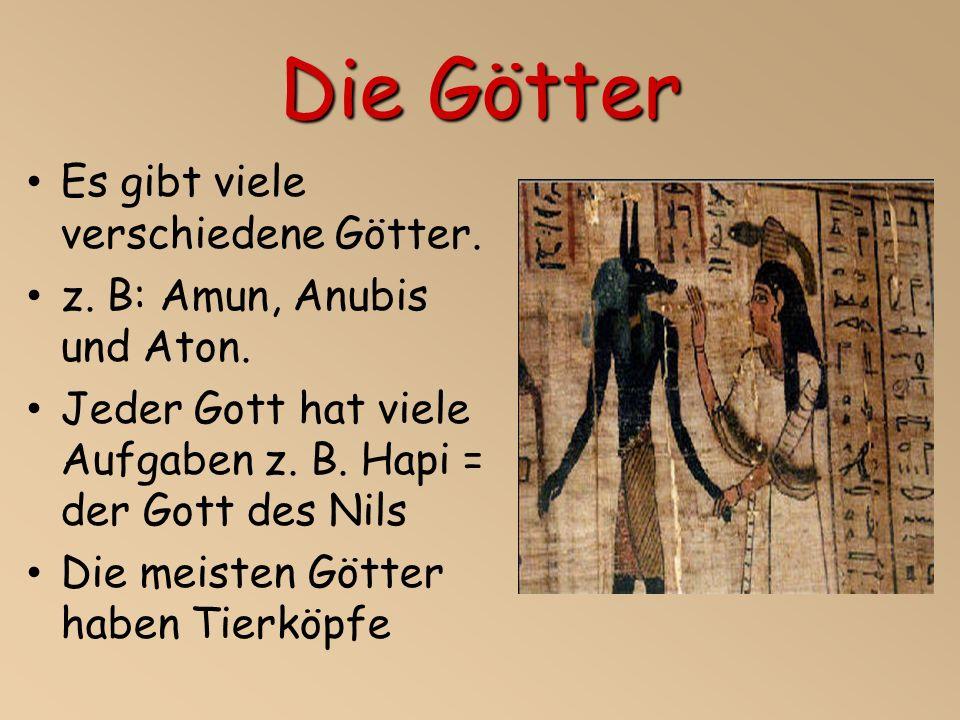 Die Götter Es gibt viele verschiedene Götter.z. B: Amun, Anubis und Aton.