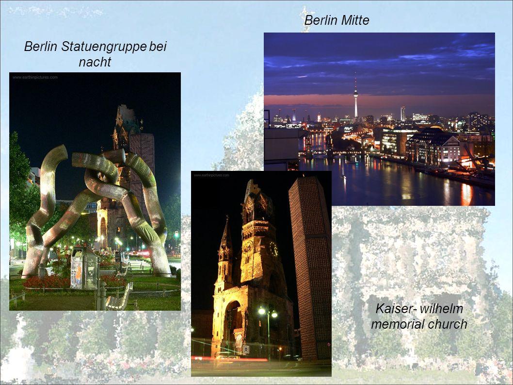 Berlin Statuengruppe bei nacht Berlin Mitte Kaiser- wilhelm memorial church
