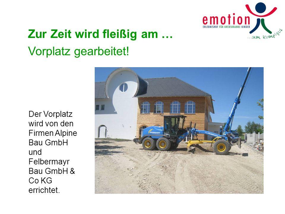 Zur Zeit wird fleißig am … Vorplatz gearbeitet! Der Vorplatz wird von den Firmen Alpine Bau GmbH und Felbermayr Bau GmbH & Co KG errichtet.