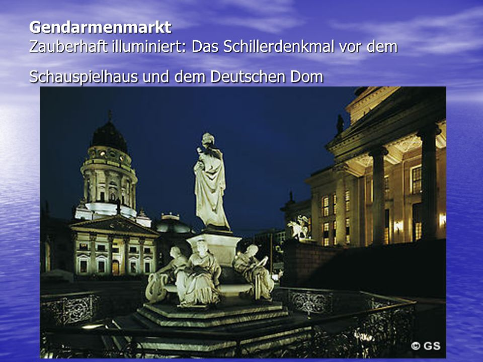 Gendarmenmarkt Zauberhaft illuminiert: Das Schillerdenkmal vor dem Schauspielhaus und dem Deutschen Dom