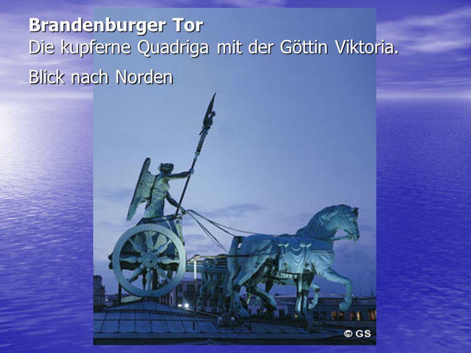Brandenburger Tor Die kupferne Quadriga mit der Göttin Viktoria. Blick nach Norden
