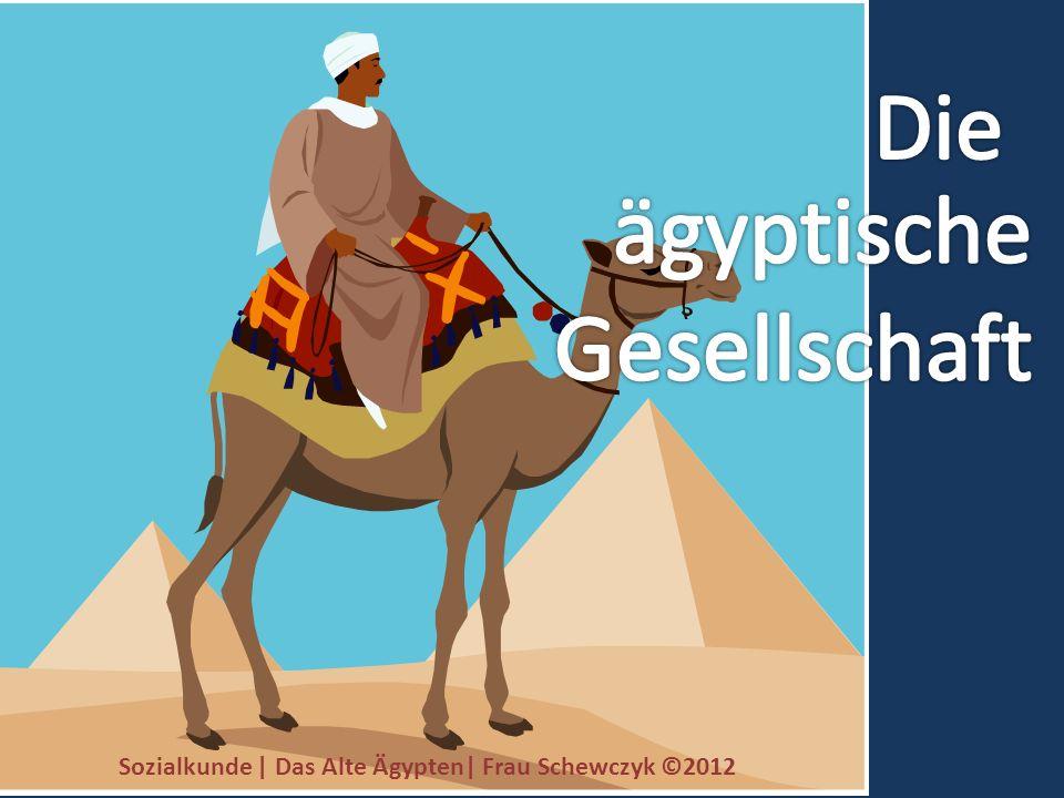 Er war der Herrscher über das vereinigte Ägypten (Unter- und Oberägypten).