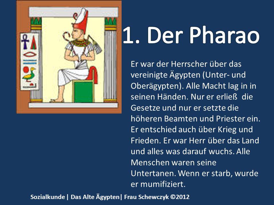 Er war der Herrscher über das vereinigte Ägypten (Unter- und Oberägypten). Alle Macht lag in in seinen Händen. Nur er erließ die Gesetze und nur er se