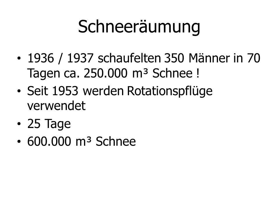 Schneeräumung 1936 / 1937 schaufelten 350 Männer in 70 Tagen ca. 250.000 m³ Schnee ! Seit 1953 werden Rotationspflüge verwendet 25 Tage 600.000 m³ Sch