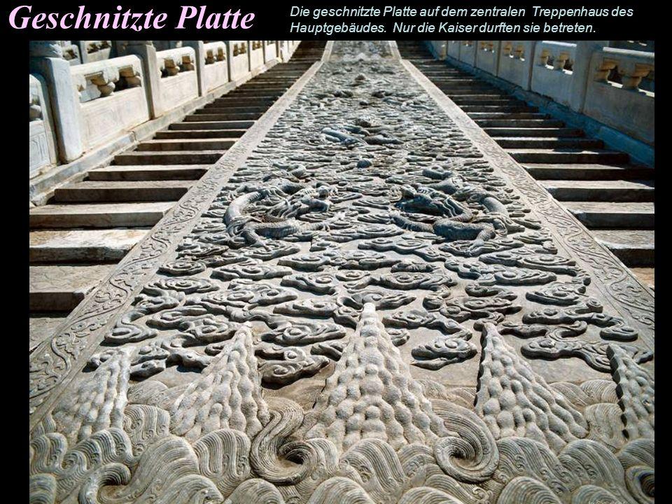 Terassen Der Einsatz von Terassen in der chinesischen Architektur ist über 3000 Jahre alt. Die drei wichtigsten Gebäude des äußeren Hofes sind an eine