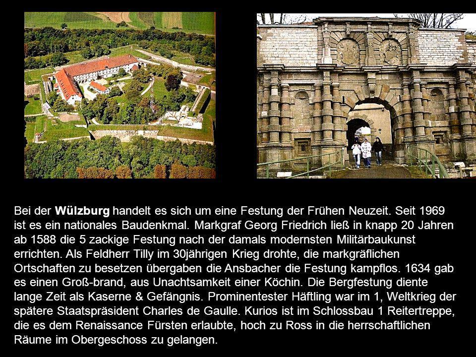 Wenzelschloss es entstand zwi- schen 1356 & 1360 als Beispiel der Wehrbaukunst jener Zeit.