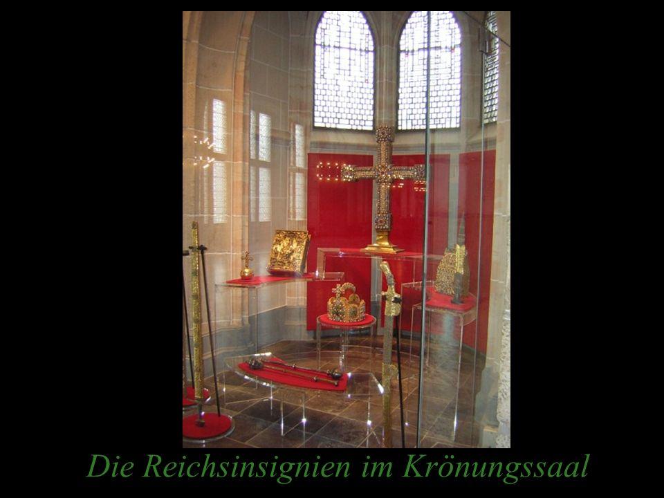 Die Reichsinsignien im Krönungssaal