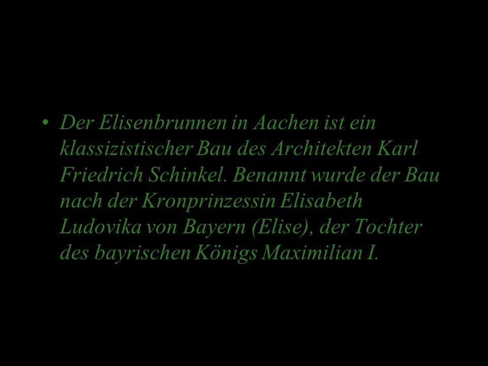 Es sind Kopien der Reichskleinodien (Reichsapfel, Reichskrone, Schwerter) und des Reichsevangeliars, einer Handschrift aus der Schule Karls des Großen, zu sehen.