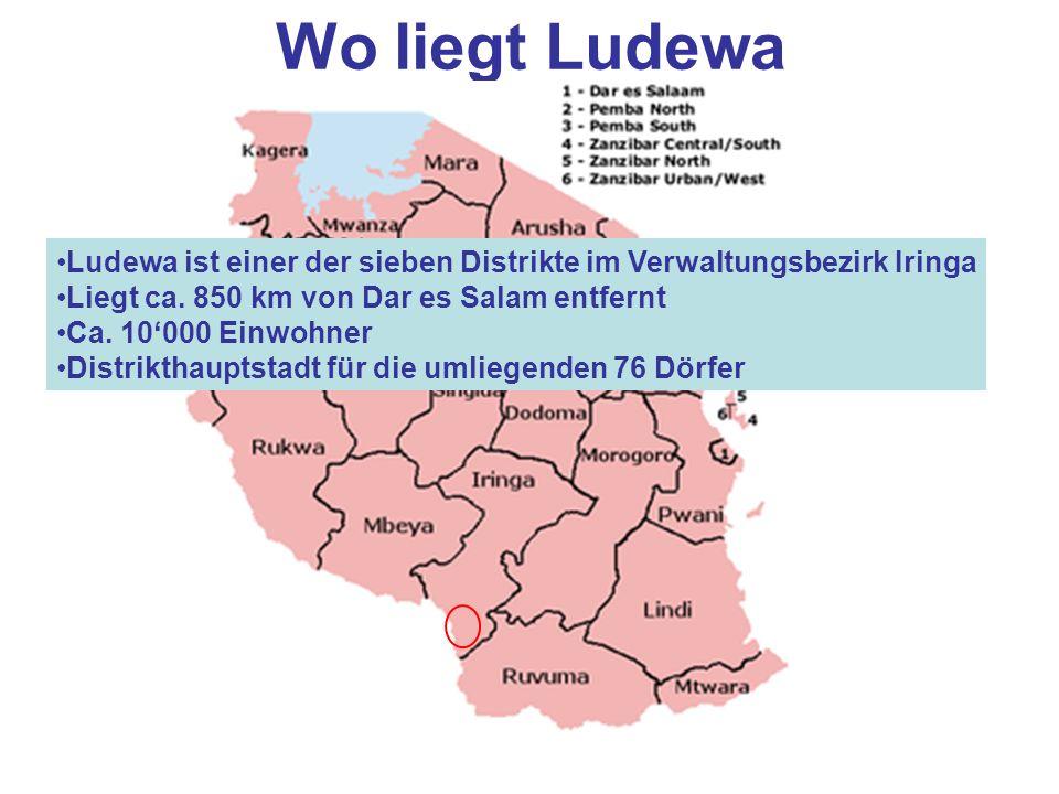 Wo liegt Ludewa Ludewa ist einer der sieben Distrikte im Verwaltungsbezirk Iringa Liegt ca. 850 km von Dar es Salam entfernt Ca. 10000 Einwohner Distr