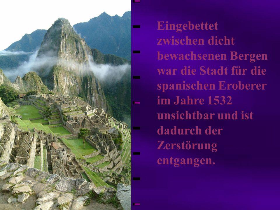 Eingebettet zwischen dicht bewachsenen Bergen war die Stadt für die spanischen Eroberer im Jahre 1532 unsichtbar und ist dadurch der Zerstörung entgan